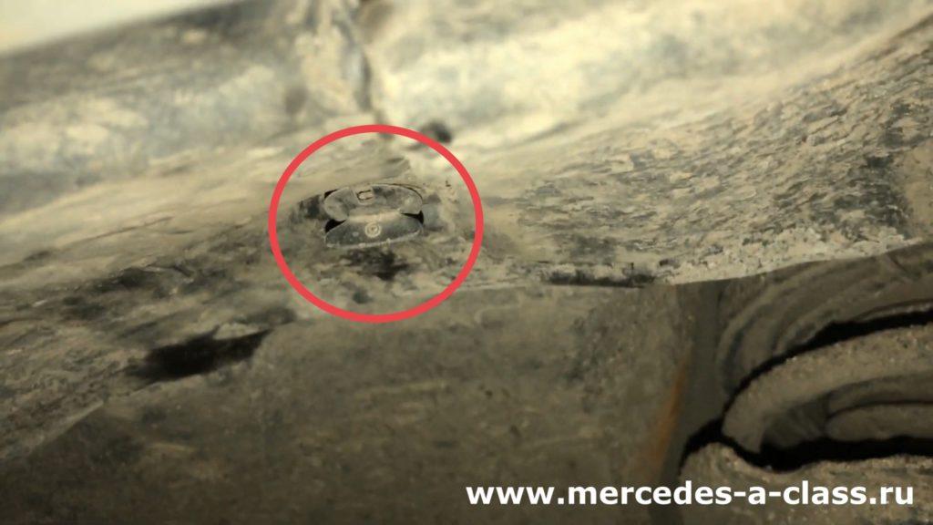 Замена лампы поворотника  в фаре Mercedes W169